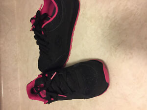 Only worn once woman's sketchers memory foam shoes