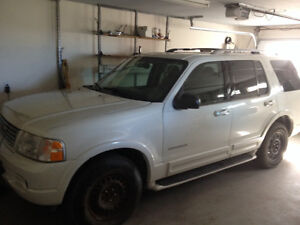 2004 Ford Explorer Limited edition SUV, Crossover