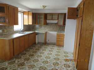 Middle 5 1/2 with single garage for rent in Lasalle