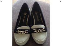 River Island Cream & Black low wedge shoes with chain detail (size 36/3)