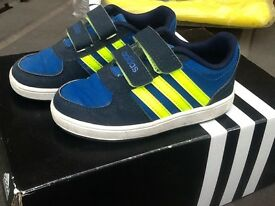 ADIDAS KIDS TRAINERS SIZE 7
