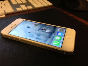 APPLE IPHONE 5 WHITE 16GB (FIDO)(PERFECT CONDITION)