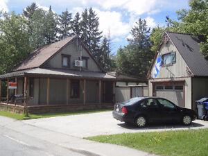 Maison Ancestrale avec garage et atelier