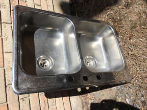 Double stainless steel kitchen sink - Excellent condition