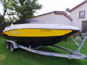 2013 RINKER MTX 220 WITH CUDDY CABIN