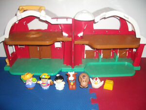""""" Fisher Price  """" Farm House set with 6 figurines"