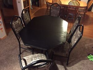 Table and chairs forsale