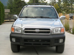 1999 Nissan Pathfinder LE SUV, Crossover