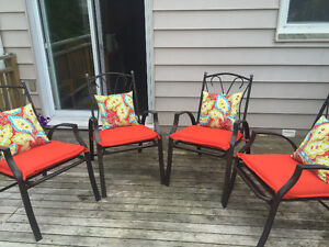Set of 4 chairs with cushions