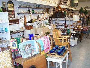 GREG'S ANTIQUES and COLLECTABLES - IN VAN ZELET'S MARKET
