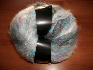 Plymouth Yarn kit hat w. pompom St. Thomas London Ontario image 3
