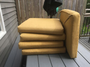 5 PILLOWS for PATIO CHAIRS - LIKE NEW !