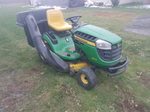 2011 john deere d120 42inch deck. With baggers. 19.5Hp