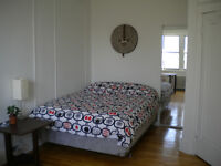 Furnished room to rent in spacious  41/2 in NDG for May 1st