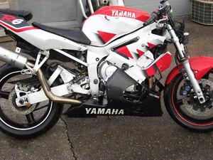 1999 Yamaha YZF- 600 R6 parts bike