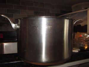 8 qt  7.5 l  Artisan professional cookware designed in USA