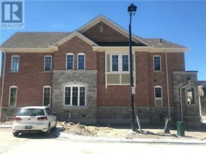 NEW 4 BDRM EXEC. TOWNHOUSE, CORNER UNIT, NEWMARKET