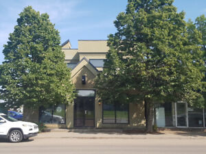 Excellent Commercial Building For Sale, Lease Or Lease To Own.