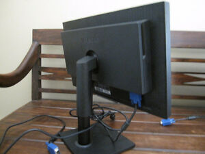 "Samsung SyncMaster 20"" Wide Screen LCD Monitor"