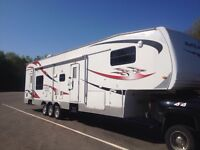 FIFTH WHEEL TOY HAULER, TRAILER, FOR SALE