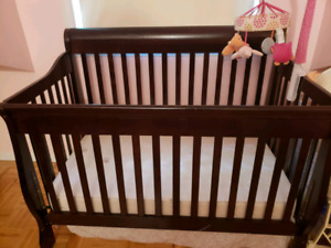 Brown 3 in 1 crib