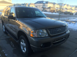 FORD EXPLORER - XLT (Low Kms.)