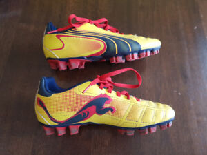 Puma Boys Youth Soccer Cleats Size 3