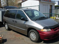 1999 Plymouth Voyager Camionnette