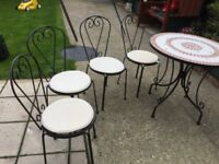 Garden table and chairs vgc