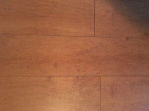 Placher flottant pas de mdf, bois intégrale. 135 pieds carré