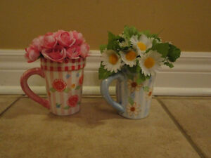 Set of 2 decorative coffee mugs florals brand new
