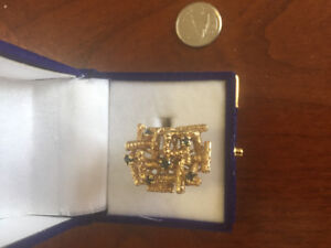 14k solid gold woman's blue Saphire ring .size 7