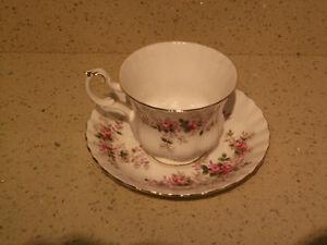 Royal Albert Fine Bone China - Lavender Rose