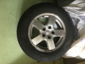 2 All season wheels and tires for Dodge Caravan '07 with hubcaps