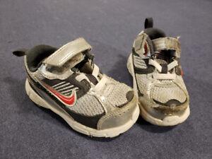 Nike Toddler Size 6 Running Shoes