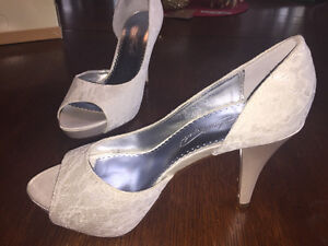 Lace and Sequence Wedding Shoes - size 7 Sarnia Sarnia Area image 3