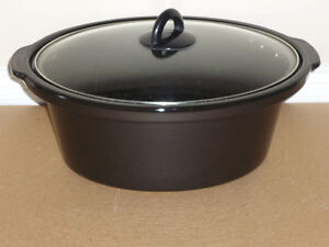 black Ceramic Roaster / Dutch Oven .. in excellent condition