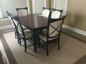 Dining Room Table And 6 Chairs With 1 Large Leaf