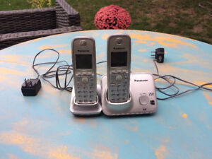 Cordless phones - 2 phones and bases