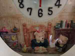 "Teddy Bear Wall Clock ""MINT IN BOX"" London Ontario image 3"