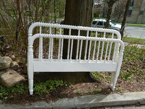 White Jenny Lind bed