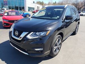 2019 Nissan Rogue SV / AWD / Nav / Panoramic Roof