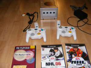 Console Gamecube + 2controlleur wireless + 3 jeux