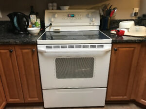 Whirlpool White Ceramic Top Convention Stove