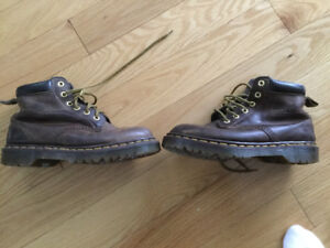 DR MARTINS BROWN BOOTS  lady's SIZE 7 OR BOYS 5
