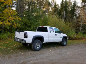 2005 2500HD silverado with or without plow.