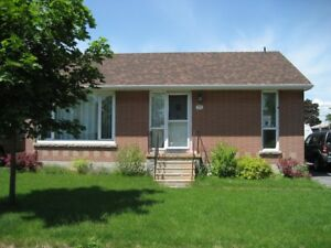 2 BDRM DETACHED BUNGALOW (Kingscourt Area)