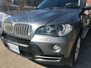"BMW X5 4.8i AWD 19""  mags, panoramic sunroof, nav, MINT"