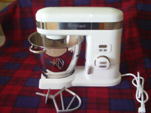 5.5 quart Cuisinart Stand Mixer-white, in excellent condition