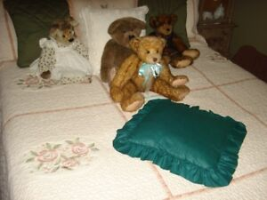 Queen Sized Quilted Bedspread & Shams